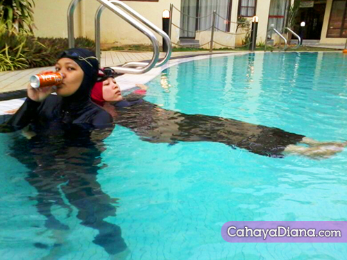 diana-and-shiha-swimming-drink-verve